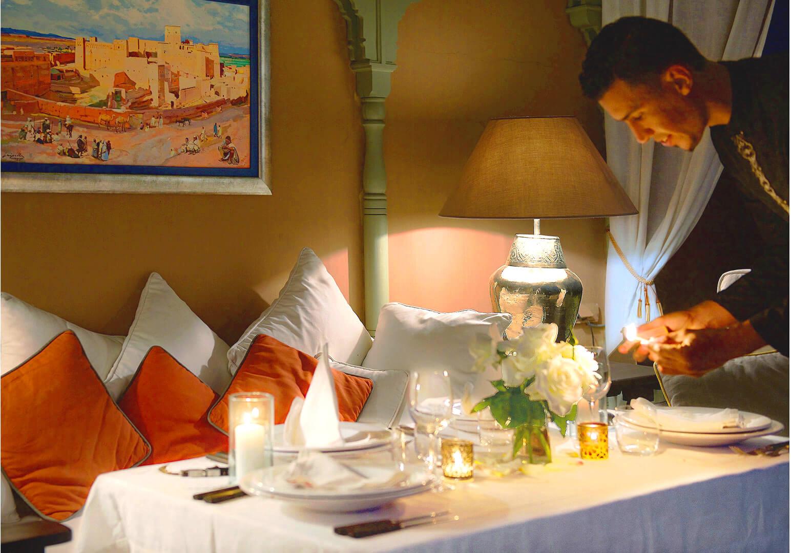 tables riad Dar Housnia à Marrakech